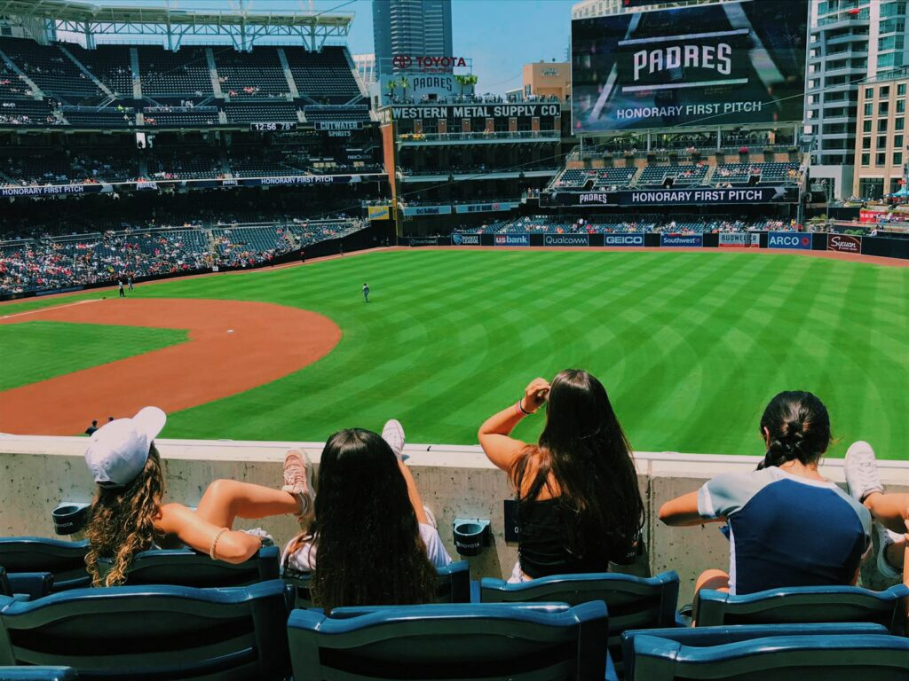 Mejores actividades de un curso de inglés en California beisbol